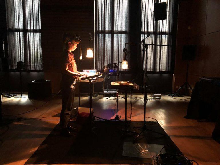Une semaine de résidence chez Césaré pour RECORDED SONGS DON'T EVER DIE – avec Maël Teillant #création #lumière et dispositif scénique.